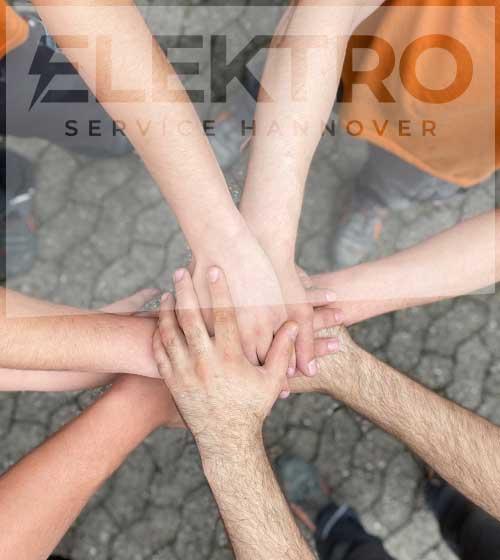 das team von elektro service hannover hält zusammen
